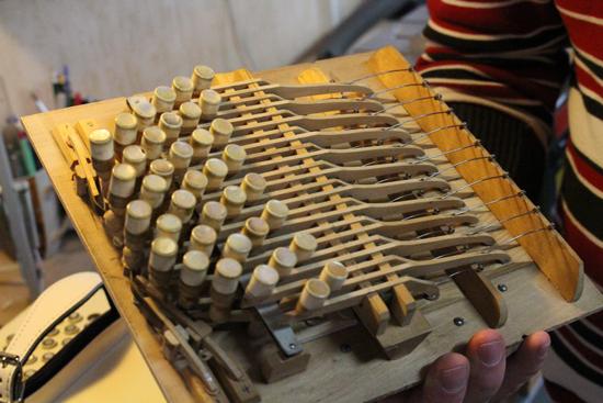 Bild 4 Fast alles aus Holz: Die Bandoneon-Mechanik